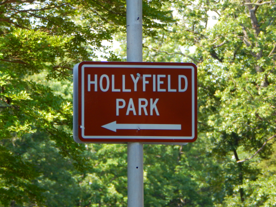 Hollyfield Park, lake of the woods