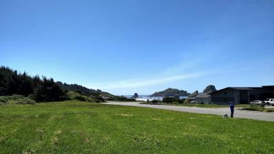 360 Shoreline Dr., Smith River, CA 95567