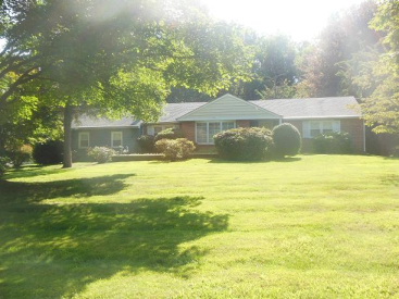 2740 Country Lane