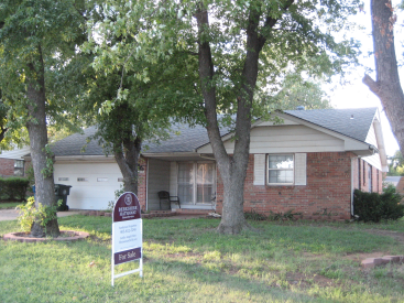 301 Country Club Circle, Midwest City, OK 73110
